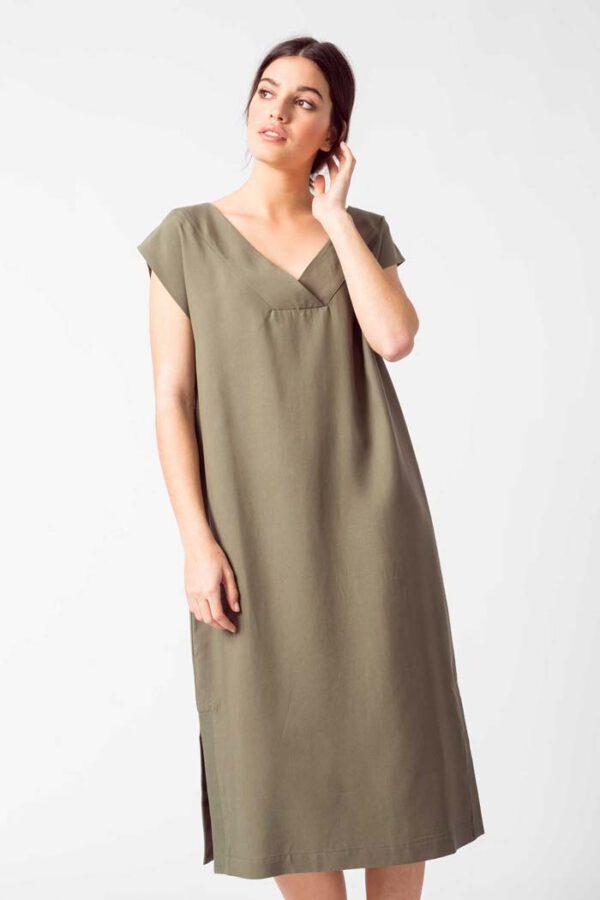 Duurzame jurk olijf_SKFK_AIAN_voor