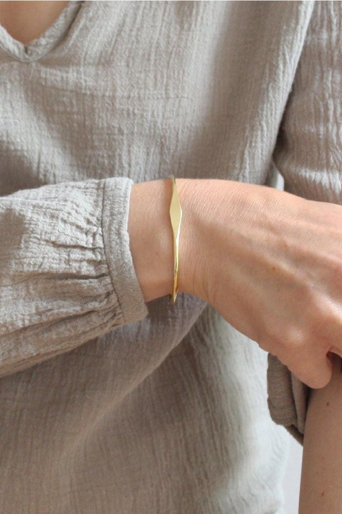 Duurzame armbanden_TING_messing_model