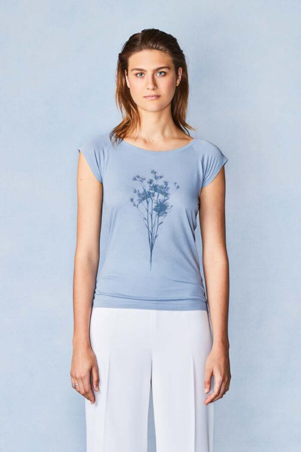 T-shirt Herberia_Paala_blauw_model