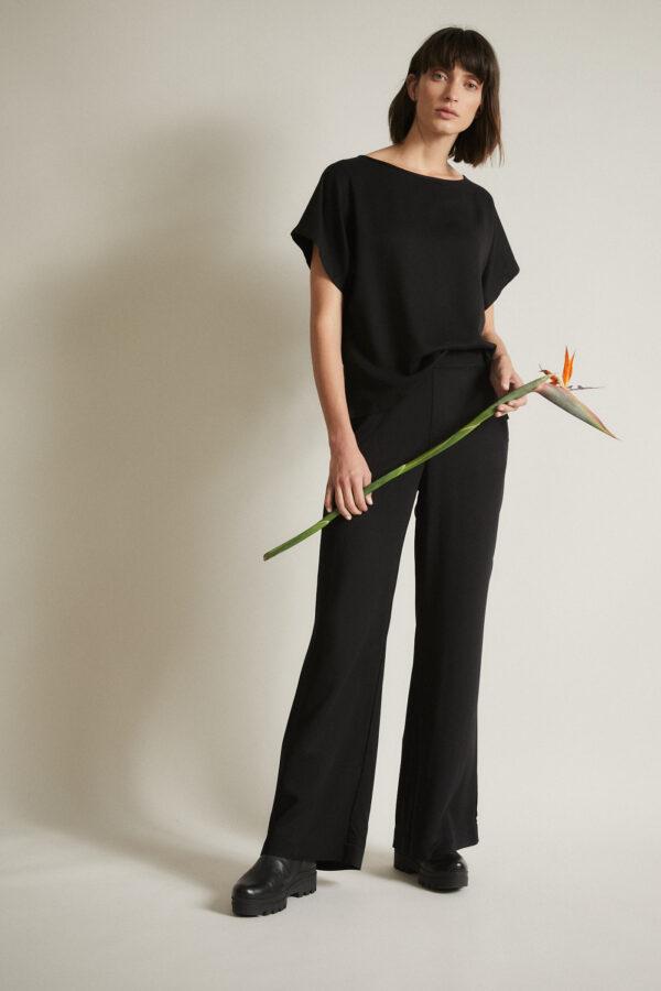 Marlene broek satijn_Lanius_zwart_bloem