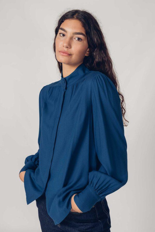 Blouse_Aizaro_SKFK_blauw_model