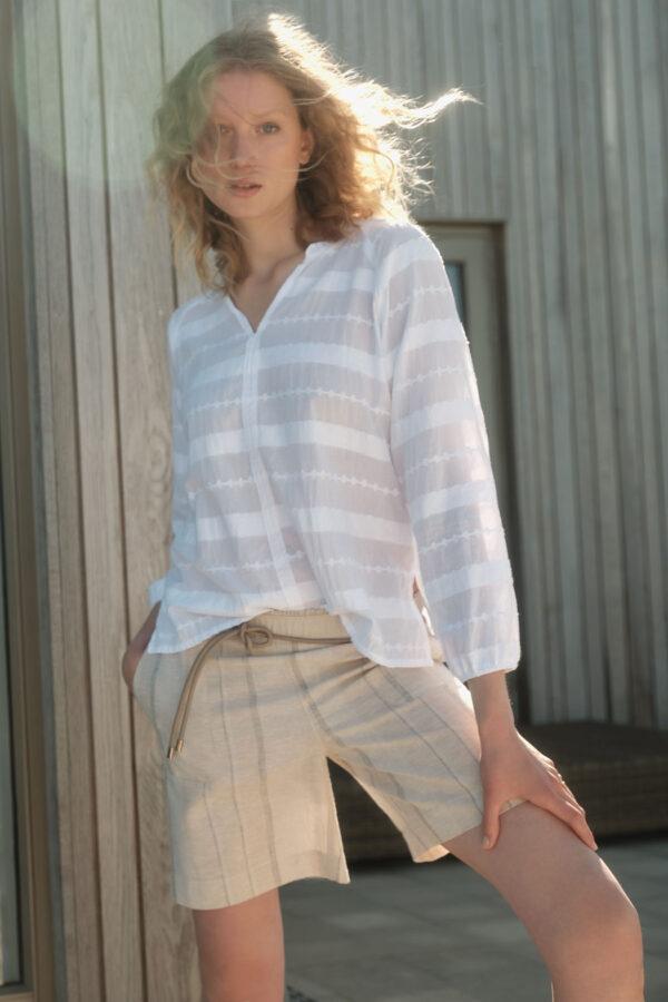 Lanius_Jaquard blouse_wit_model
