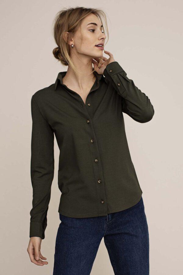 Arber Cedar blouse olijfgroen_model