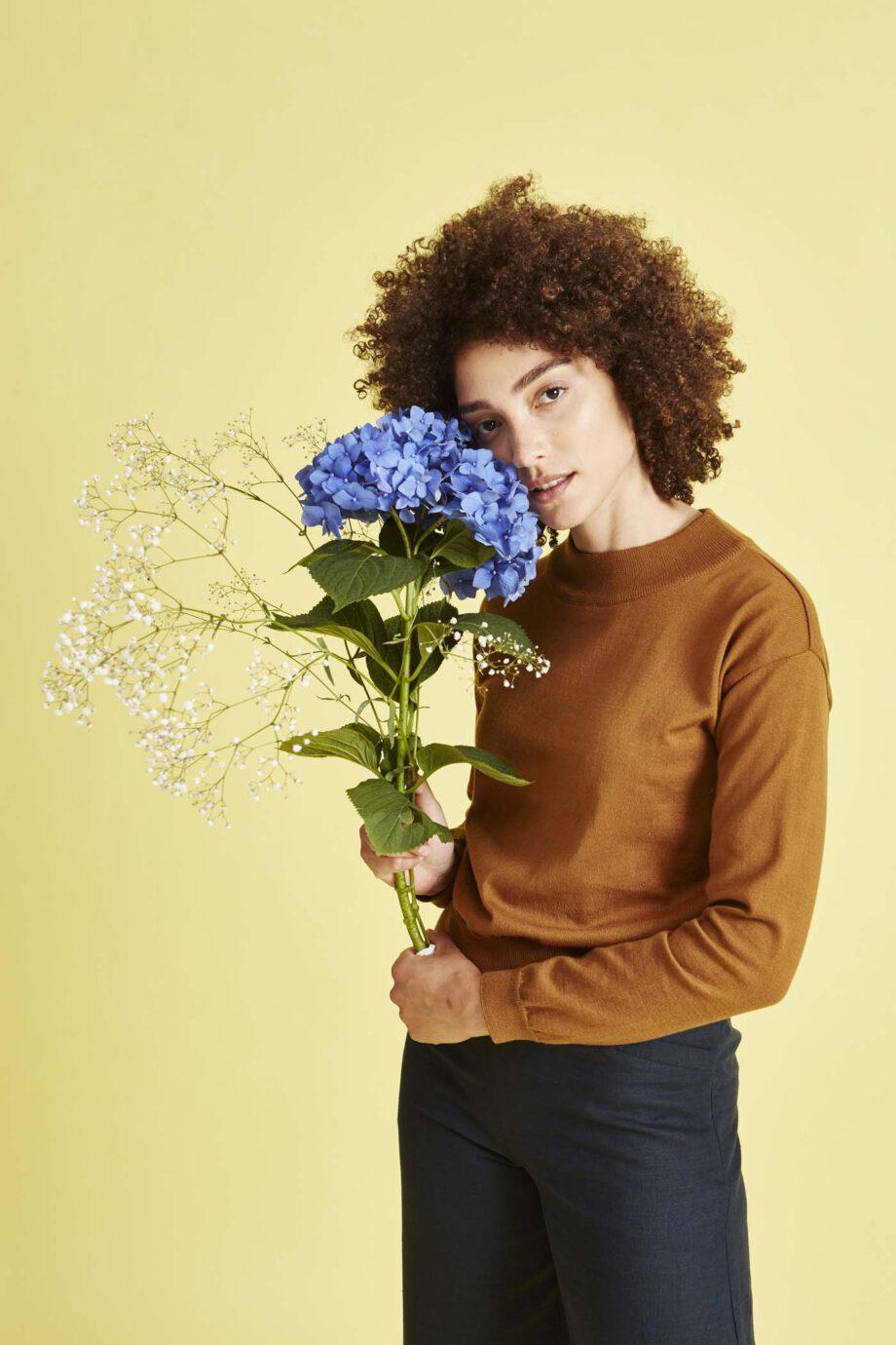 GIVN Sabrina Golden brown_bloemen