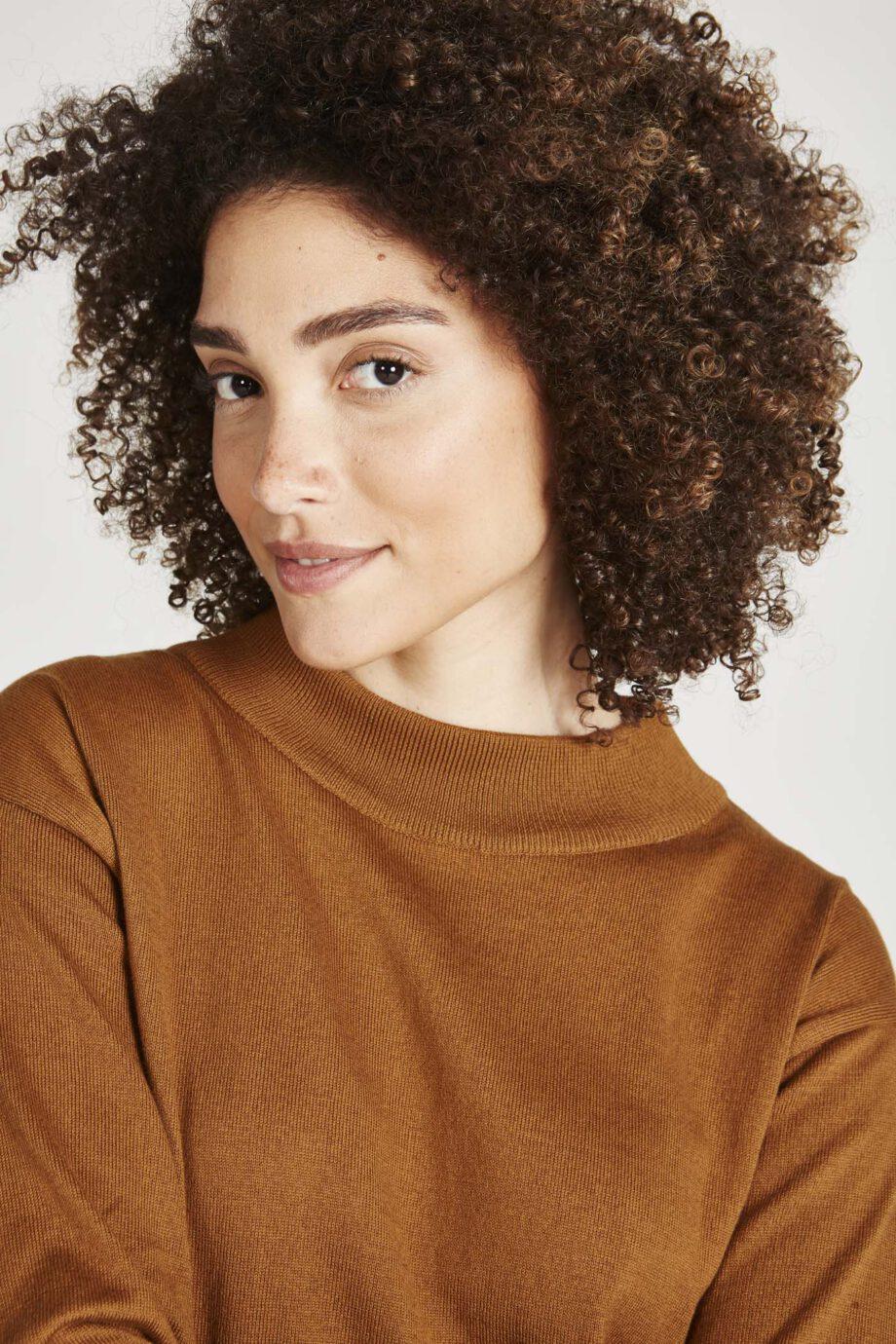 GIVN Sabrina Golden brown_hals