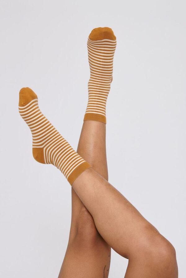 Organic Basics - gestreepte sokken – geel_socks