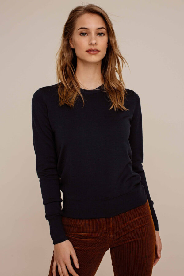 Arber Alder knitted jumper_navy_model