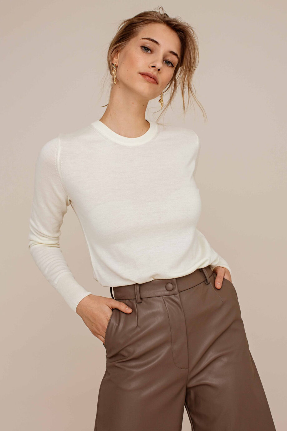 Arber Alder knitted jumper_off white_model